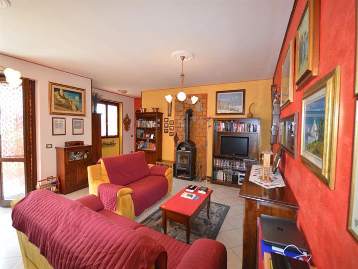 Appartamento in vendita a Casale Corte Cerro, 5 locali, zona Zona: Ramate, prezzo € 230.000 | Cambio Casa.it