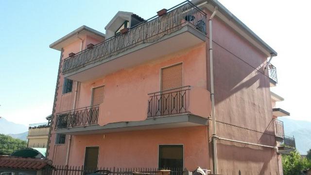Appartamento in vendita a Pellezzano, 3 locali, zona Zona: Coperchia, prezzo € 110.000 | CambioCasa.it
