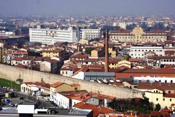 Villa in affitto a Prato, 11 locali, zona Zona: San Marco, prezzo € 4.500 | CambioCasa.it