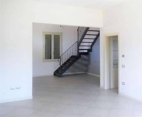 Appartamento in affitto a Montale, 7 locali, zona Zona: Stazione, prezzo € 1.200 | CambioCasa.it