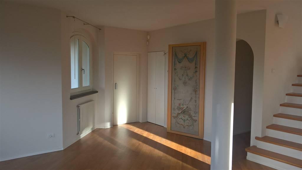Soluzione Indipendente in affitto a Prato, 5 locali, zona Zona: Pietà, prezzo € 1.600 | CambioCasa.it