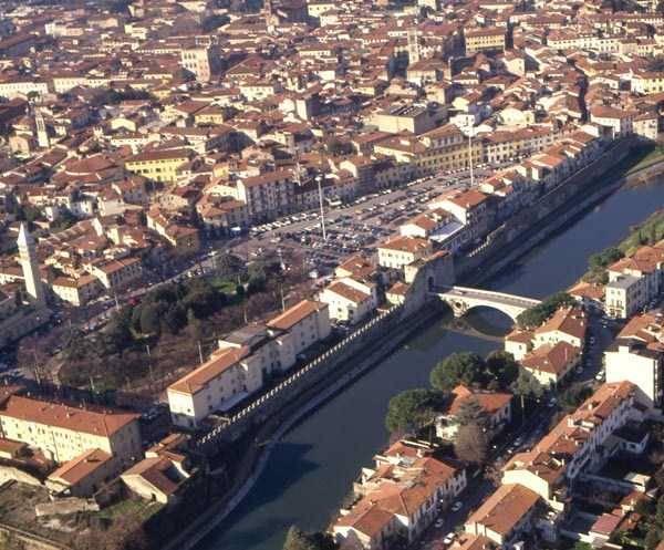 Soluzione Indipendente in affitto a Prato, 12 locali, zona Zona: Centro storico, prezzo € 2.500 | CambioCasa.it