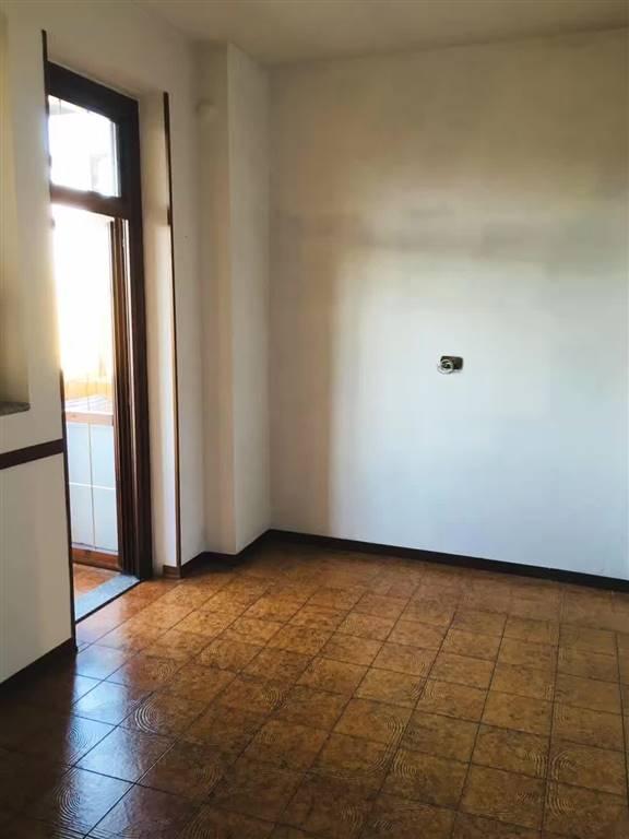 Appartamento in affitto a Prato, 5 locali, zona Zona: San Giusto, prezzo € 1.140 | CambioCasa.it