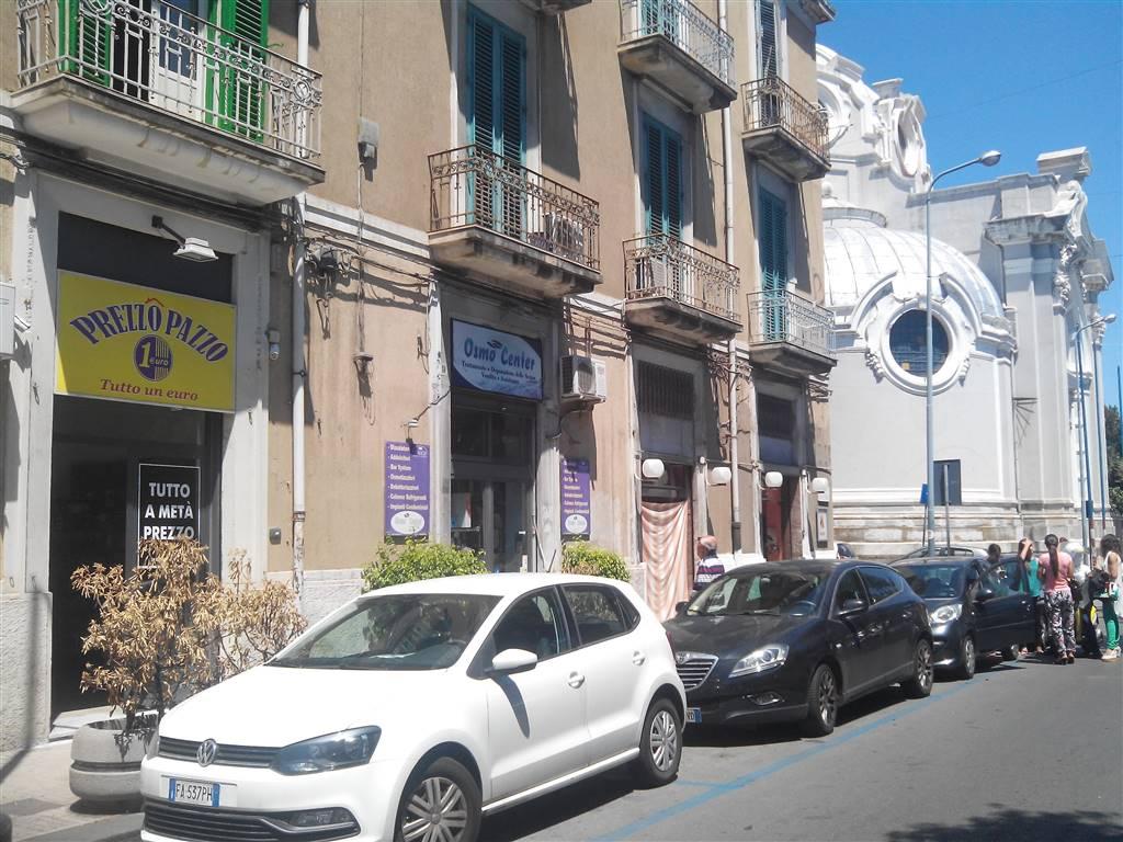 Negozio / Locale in affitto a Messina, 9999 locali, zona Zona: C. storico: Duomo, via Garibaldi, c.so Cavour, prezzo € 600 | CambioCasa.it