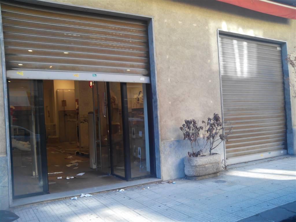 Negozio / Locale in affitto a Messina, 9999 locali, zona Zona: C. storico: Duomo, via Garibaldi, c.so Cavour, prezzo € 2.000 | Cambio Casa.it