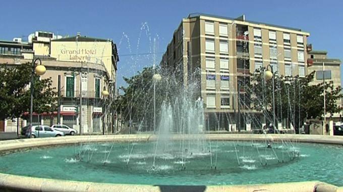 Negozio / Locale in affitto a Messina, 9999 locali, zona Località: LA FARINA, prezzo € 12.000 | CambioCasa.it
