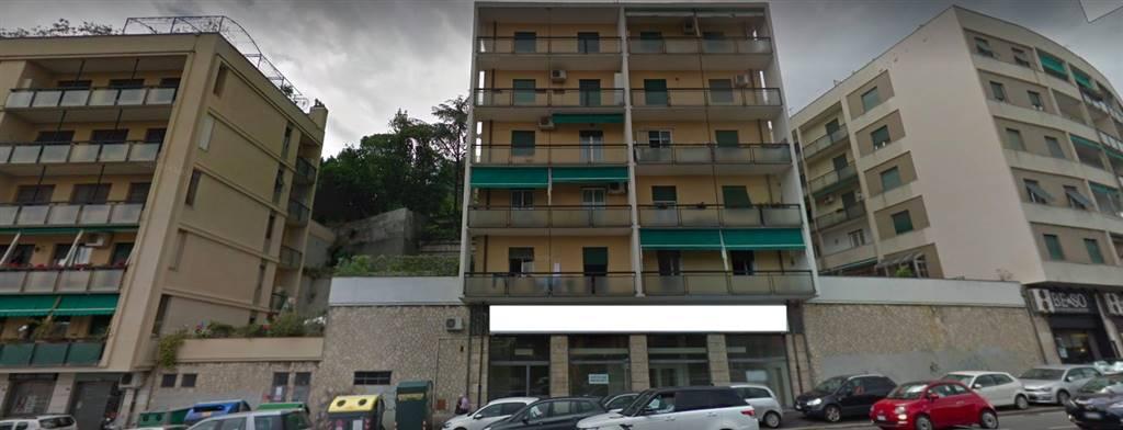 Attività commerciale Bilocale in Affitto a Genova