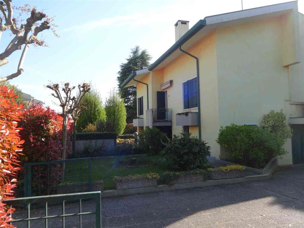 Soluzione Indipendente in vendita a San Donà di Piave, 10 locali, prezzo € 440.000 | Cambio Casa.it