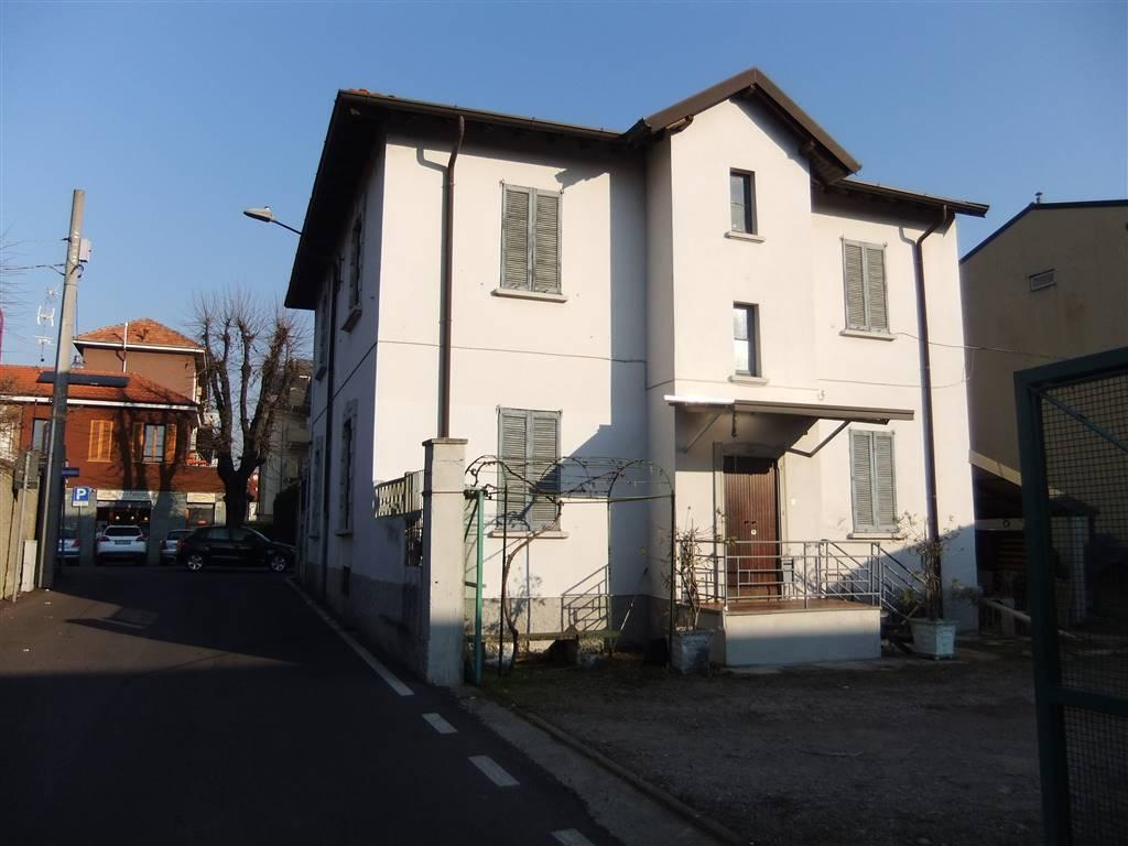 Villa in vendita a Senago, 5 locali, Trattative riservate | CambioCasa.it