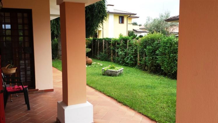 Soluzione Indipendente in vendita a Paese, 7 locali, zona Zona: Castagnole, prezzo € 360.000 | Cambio Casa.it