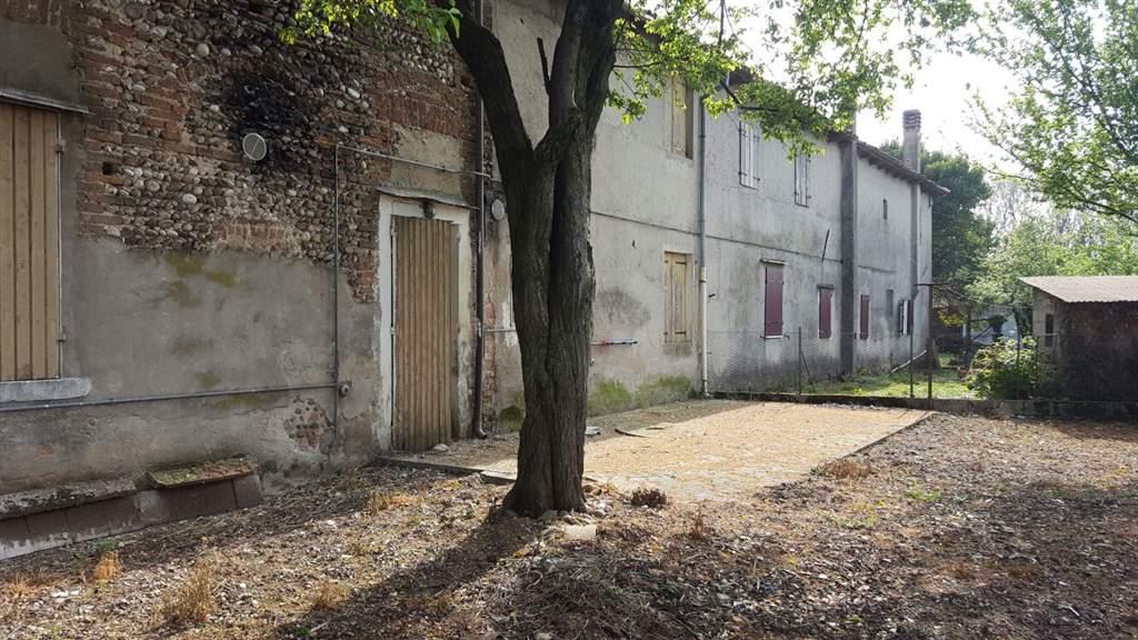 Rustico / Casale in vendita a Trevignano, 7 locali, zona Località: MUSANO, prezzo € 75.000 | Cambio Casa.it