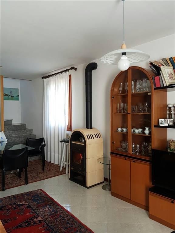 Soluzione Indipendente in vendita a Istrana, 7 locali, zona Zona: Sala, prezzo € 140.000 | CambioCasa.it