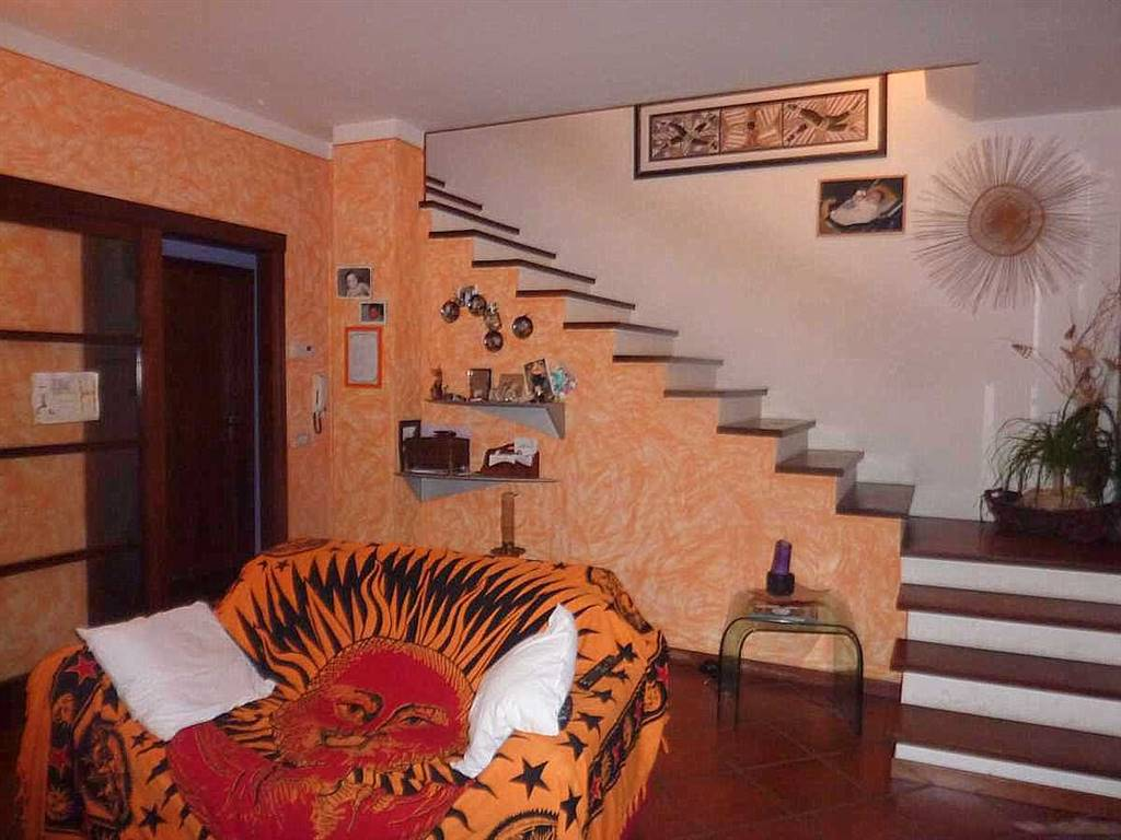 Soluzione Indipendente in vendita a Lamporecchio, 5 locali, prezzo € 255.000 | Cambio Casa.it