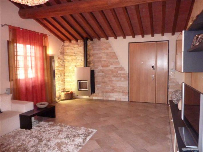 Rustico / Casale in vendita a Lamporecchio, 6 locali, prezzo € 360.000 | CambioCasa.it