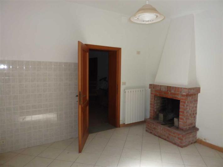 Appartamento in vendita a Lamporecchio, 6 locali, prezzo € 135.000 | Cambio Casa.it