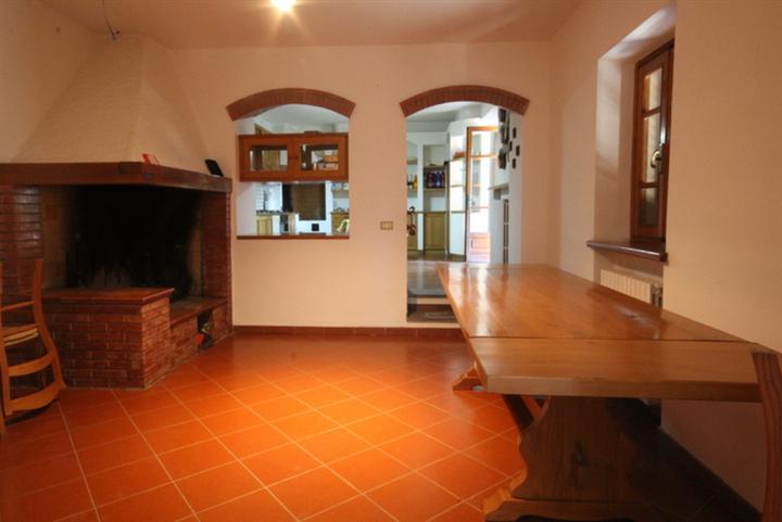 Rustico / Casale in vendita a Lamporecchio, 7 locali, prezzo € 300.000 | Cambio Casa.it