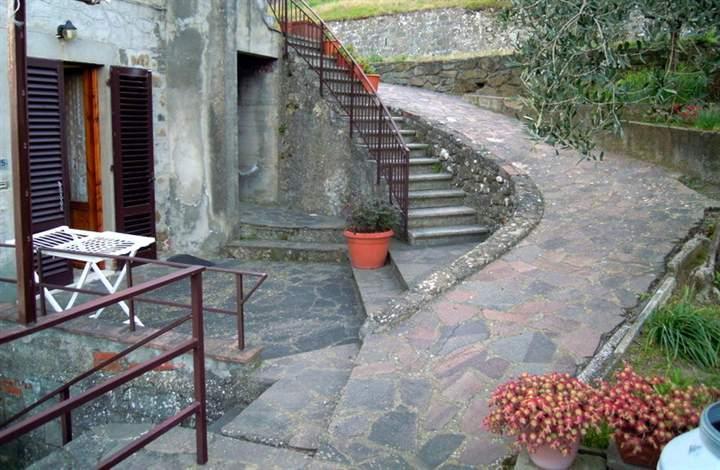 Rustico / Casale in vendita a Lamporecchio, 8 locali, prezzo € 225.000 | CambioCasa.it