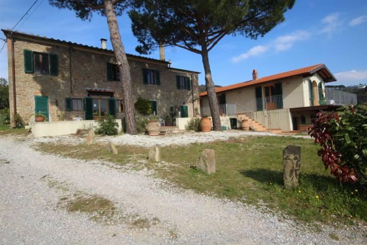 Rustico / Casale in vendita a Lamporecchio, 18 locali, prezzo € 1.600.000 | Cambio Casa.it