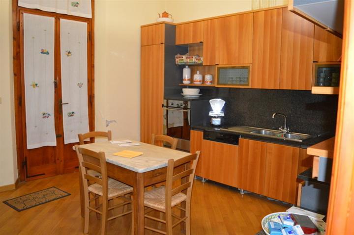 Soluzione Indipendente in vendita a Lamporecchio, 8 locali, prezzo € 230.000 | Cambio Casa.it