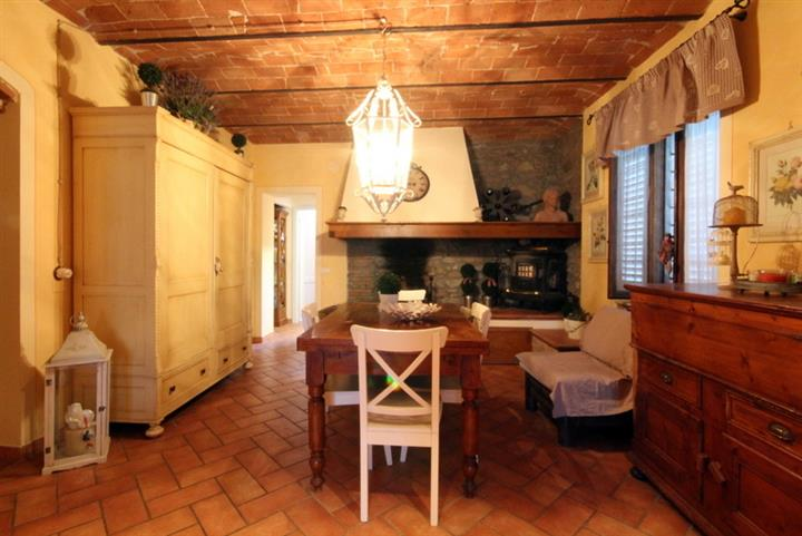 Rustico / Casale in vendita a Larciano, 4 locali, prezzo € 198.000 | CambioCasa.it