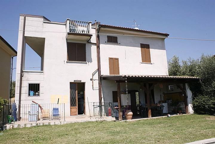 Villa in vendita a Lamporecchio, 8 locali, prezzo € 360.000 | Cambio Casa.it