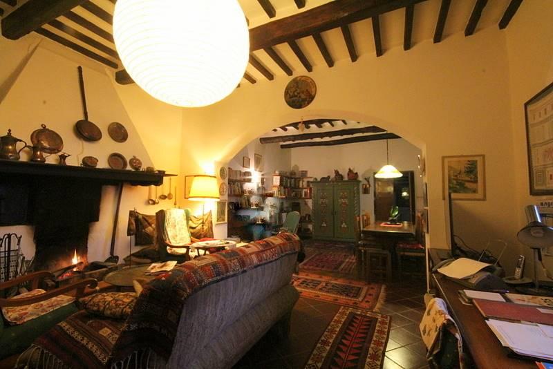 Rustico / Casale in vendita a Uzzano, 10 locali, prezzo € 500.000 | Cambio Casa.it