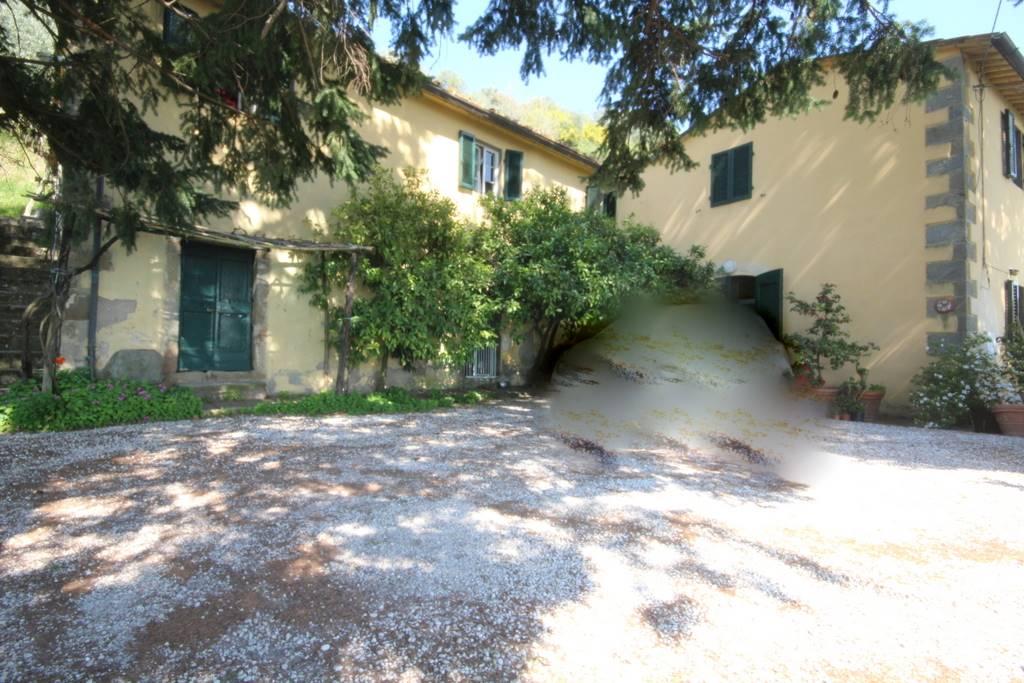 Rustico / Casale in vendita a Uzzano, 10 locali, prezzo € 500.000 | CambioCasa.it