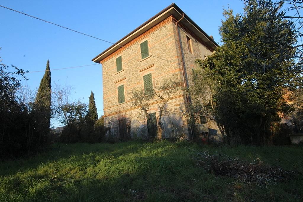 Rustico / Casale in vendita a Larciano, 12 locali, prezzo € 390.000 | CambioCasa.it