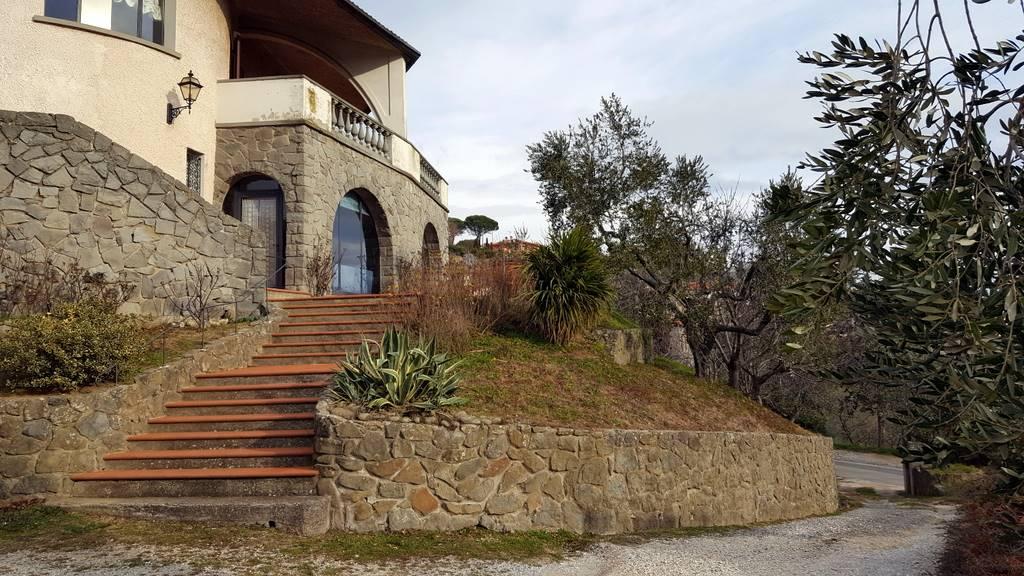 Villa in vendita a Lamporecchio, 11 locali, prezzo € 495.000   CambioCasa.it