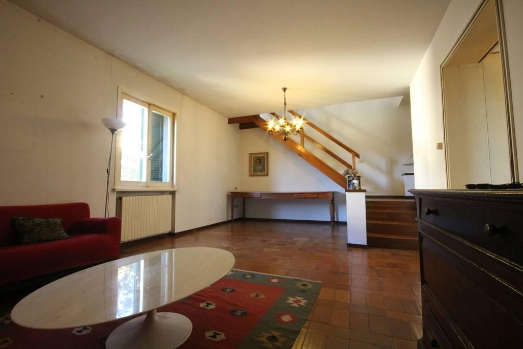 Villa in vendita a Cerreto Guidi, 8 locali, prezzo € 298.000   CambioCasa.it