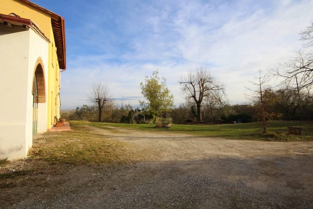 Rustico / Casale in vendita a Fucecchio, 9 locali, prezzo € 280.000   Cambio Casa.it