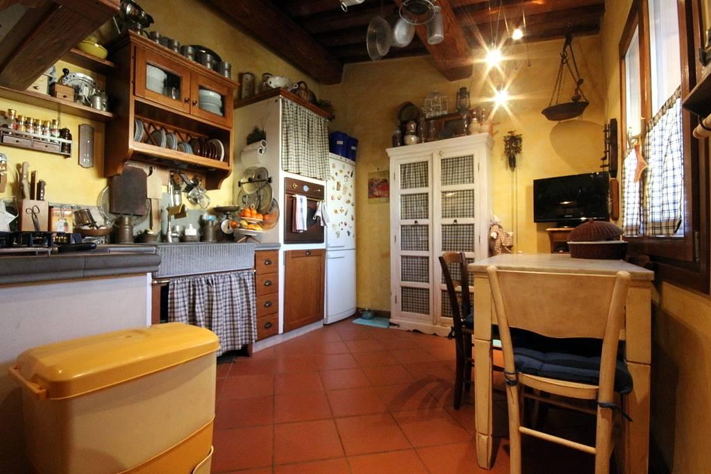 Soluzione Indipendente in vendita a Vinci, 4 locali, zona Zona: Sovigliana - Spicchio, prezzo € 260.000 | Cambio Casa.it