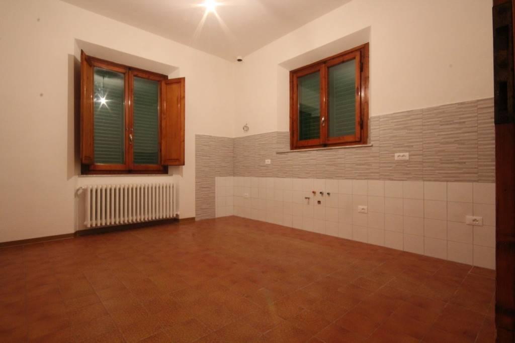 Soluzione Indipendente in affitto a Montecatini-Terme, 4 locali, prezzo € 550 | Cambio Casa.it