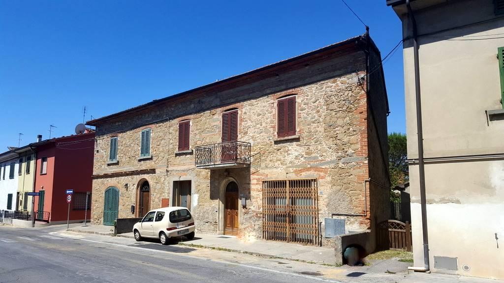 Soluzione Indipendente in vendita a Lamporecchio, 6 locali, prezzo € 180.000 | CambioCasa.it