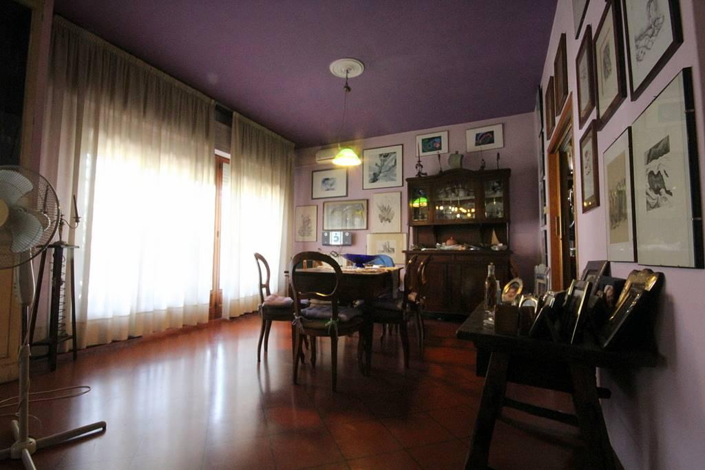Villa in vendita a Monsummano Terme, 11 locali, prezzo € 300.000 | CambioCasa.it