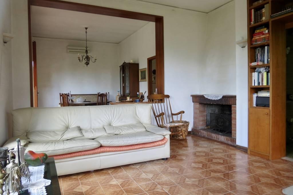 Villa in vendita a Lamporecchio, 6 locali, prezzo € 230.000 | CambioCasa.it