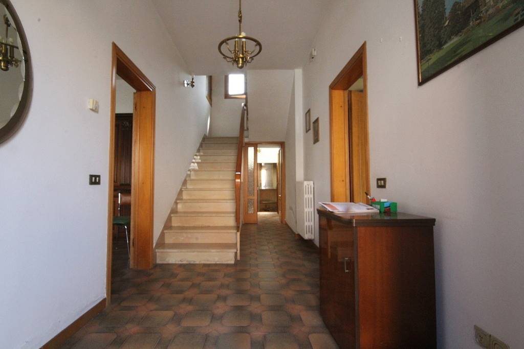 Soluzione Indipendente in vendita a Larciano, 6 locali, prezzo € 130.000 | CambioCasa.it