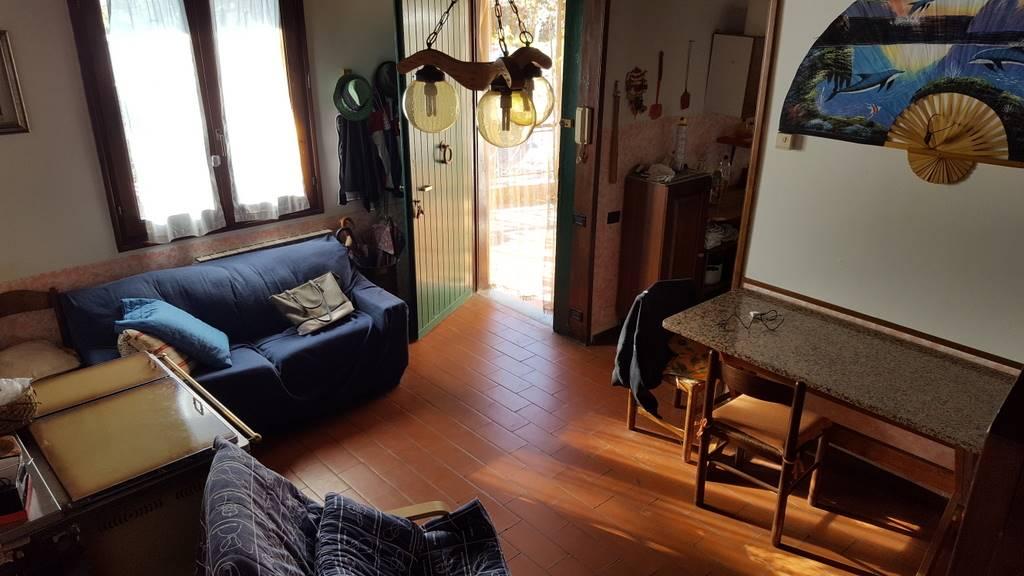 Rustico / Casale in vendita a Lamporecchio, 5 locali, prezzo € 225.000 | CambioCasa.it