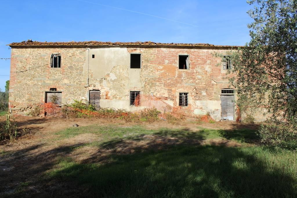 Rustico / Casale in vendita a Lamporecchio, 8 locali, prezzo € 270.000 | CambioCasa.it