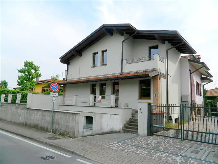 Appartamento in vendita a Trezzano Rosa, 2 locali, prezzo € 112.000 | CambioCasa.it