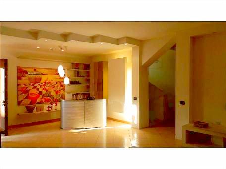 Villa in vendita a Trezzano Rosa, 4 locali, prezzo € 395.000 | Cambio Casa.it