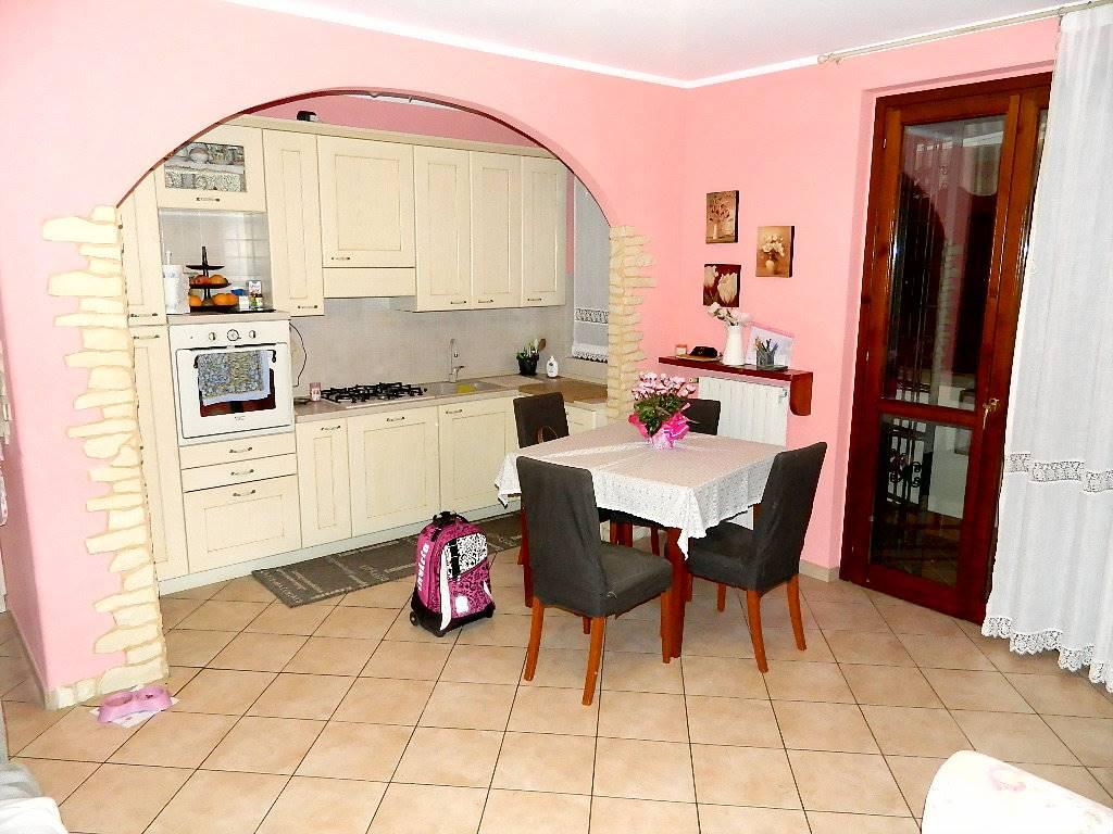 Appartamento in vendita a Trezzano Rosa, 3 locali, prezzo € 149.000 | CambioCasa.it