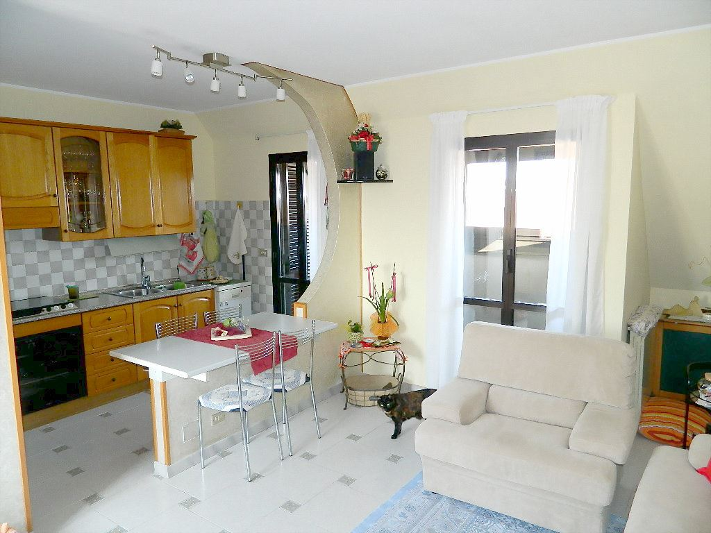 Appartamento in vendita a Trezzano Rosa, 3 locali, prezzo € 82.000 | CambioCasa.it