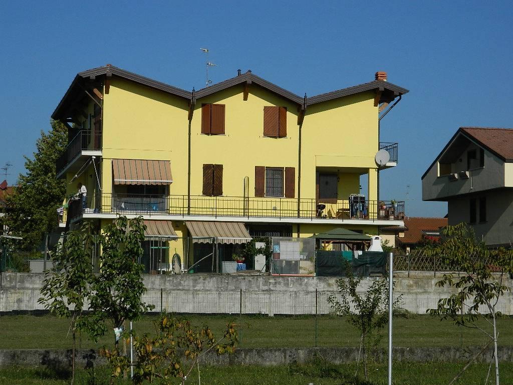Appartamento in vendita a Trezzano Rosa, 2 locali, prezzo € 109.000 | CambioCasa.it