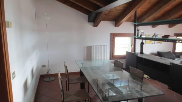 Attico / Mansarda in affitto a San Giovanni Lupatoto, 3 locali, prezzo € 790   Cambio Casa.it