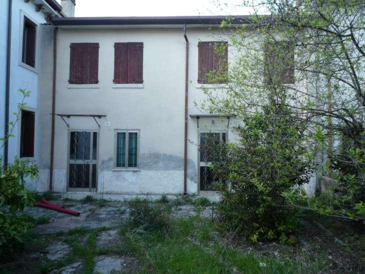 Rustico / Casale in vendita a San Giovanni Lupatoto, 4 locali, prezzo € 90.000 | Cambio Casa.it
