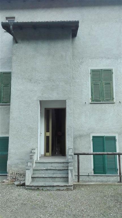 Appartamento in vendita a Isola del Cantone, 5 locali, zona Zona: Pietrabissara, prezzo € 39.000   Cambio Casa.it