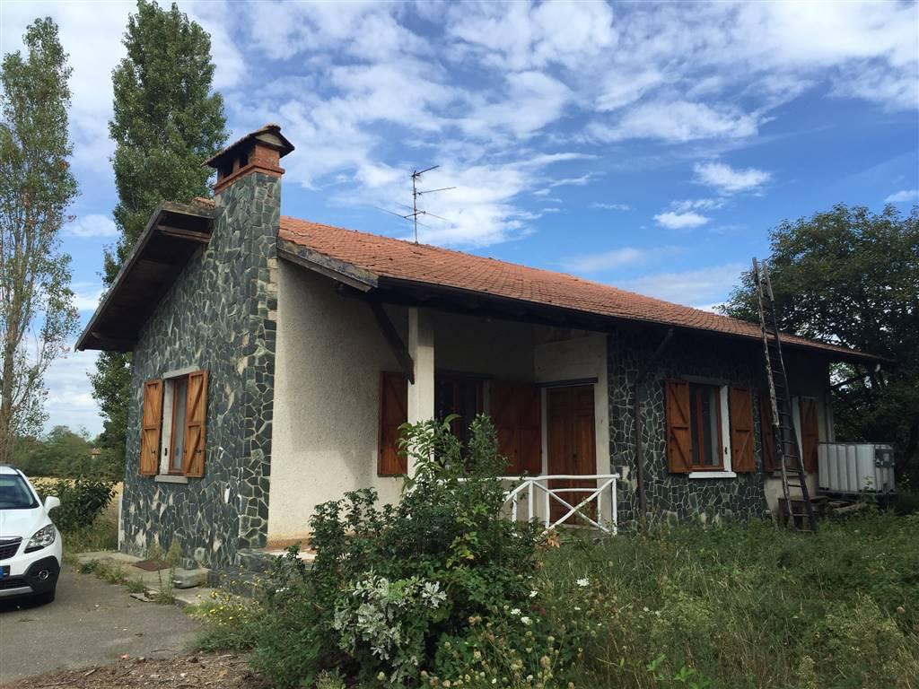 Rustico / Casale in vendita a Novi Ligure, 3 locali, zona Zona: Barbellotta, prezzo € 130.000   Cambio Casa.it