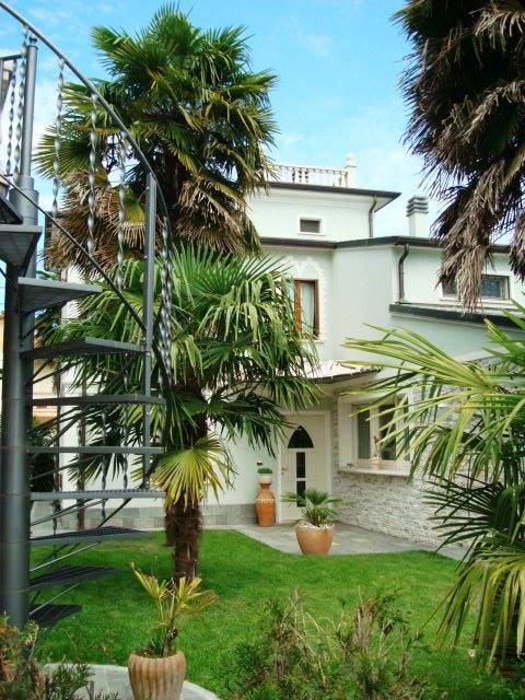 Villa in vendita a Serravalle a Po, 9 locali, prezzo € 240.000 | CambioCasa.it