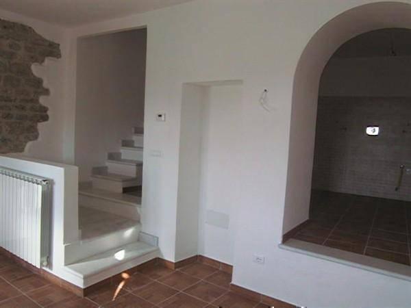 Appartamento in vendita a Aulla, 3 locali, zona Zona: Caprigliola, prezzo € 150.000 | Cambio Casa.it